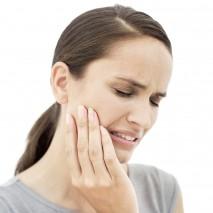 Hvor vondt er det å utføre en tannimplantatbehandling?
